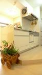 キッチンは、今までの使い勝手を優先し大きさや配置はそのままに。開放感を出すた...