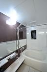 浴室は魔法瓶浴槽やほっカラリ床で冬場も暖かく、お掃除もしやすいWFシリーズ。横...