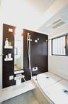 浴室、洗面所、トイレなども和風モダンスタイルをテーマに一新。仕切りを全て引き...