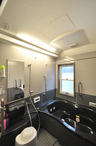 元の押入れ分、広くなった浴室。浴室TVやミストサウナを設置してデラックス仕様に...