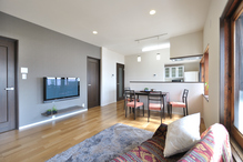 2つの子供部屋はキッチンやリビングを必ず通るように配置。家族が身近に感じる安...