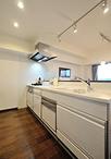 壁や釣戸棚を取り除き、オープンに生まれ変わったキッチン。タカラスタンダード ...