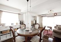 お手持ち家具に合わせた内装や造作家具を配し、デザインもF様の好きな英国家具に...