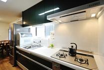 システムキッチンで収納力アップ!一戸建てフルリフォーム