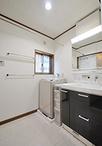洗面化粧台はTOTOのサクアを設置。ボールスペースが広くなり、使いやすくなりまし...