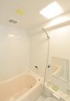 お風呂の幅はそのままに、なめらかな曲線状のバスタブ(ゆりかご浴槽)に取替え、...