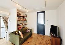 通路になっていた洋室と和室を取り込んで開放的なLDKに。構造上必要な柱は、おし...