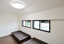 洋室2部屋を繋げることで、ベッド2台、ドレッサー、チェストが楽々置けるゆったり...
