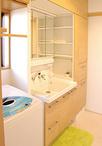 洗面化粧台はお手入れが簡単で使いやすいLIXILピアラ。小物が多いため、トールキ...