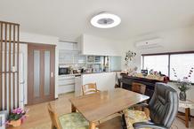 対面型キッチンと増築で家族が朗らかに過ごせる住居に
