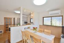 増築で実現した対面キッチンのある広々LDK