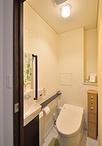 トイレはコンパクトデザインで人気のTOTOネオレスト。カウンタータイプの手洗器や...