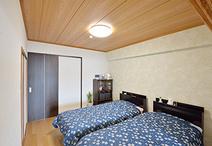 和室を洋室に変更し、ご夫婦の寝室に。北側の洋室とつなげることで、洋室のクロー...