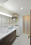 洗面は高い清掃性と収納力、スタイリッシュなデザインが人気のTOTOオクターブ。洗...