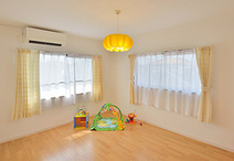 お子様の成長を見据え、2Fの洋室2部屋とご夫婦の寝室は内装を一新。リフォーム費...