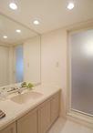 設備はそのままに、壁のクロスと高級感あるフロアタイルに貼り替え、明るく清潔感...
