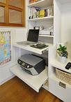 パソコンやプリンターは引き出して使い、普段はスッキリと収納できる可動式デスク...