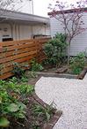 水溜りは、お庭全体の排水が原因でした。そこで、お庭全体の勾配調整をし、集水マ...