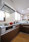 以前は冷蔵庫や家電収納など家具の配置が離れており、使い勝手が良くありませんで...