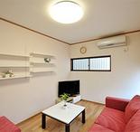 室温の調整がしやすく、急な来客があった場合にも便利な洋室。床暖房も設置されて...