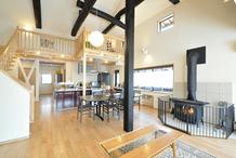 平屋住宅を開放的に 広々空間の答えは「ロフト」でした
