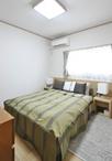 もともと和室だったお部屋を洋室へとリフォーム。ベッドやTV、化粧をするスペース...