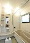 在来工法のお風呂からシステムバス(タカラ/レラージュ)へ。窓ガラスをペアガラ...