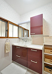洗面化粧台は、キッチンの扉と同じ色味のトクラス/エポックに取替え。ダイニング...