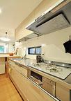 キッチンは、クリナップ/クリンレディI型(241×65×90cm)。リビングダイニングと...