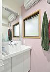 洗面化粧台は大型洗面ボウルで使いやすいTOTO/ピアラ(W750)に変更。横には天井...
