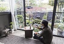 お父様の寝室は和室から洋室へ変更しサンルームを増築。庭を眺めながら晩酌したり...