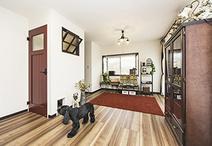 2Fは和室と洋室をつなげてサブリビング+ご夫婦の寝室に。両親から譲り受けた民芸...