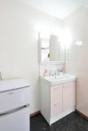 2F中央の部屋を子世帯のサブリビングとし、物入れスペースを洗面化粧台、洗濯機...