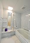 洋室のスペースを一部取込み、1116サイズから1316サイズへと広くなった浴室。ユニ...