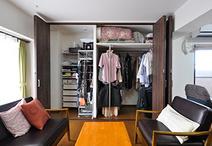 床の間と押入れだった場所は大容量のクローゼットに。布団や洋服など用途別に区分...