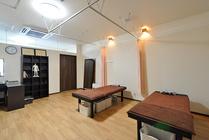 居酒屋をコンバージョン 明るく清潔感のある鍼灸院へ