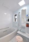 在来工法のお風呂から脚をのばして入れるユニットバス(TOTO/サザナ、1616サイズ...