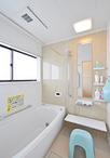 タイル貼りの浴室からユニットバス(TOTO/サザナHSシリーズ、1616サイズ)に。保...
