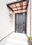 玄関ドアは、外壁の工事がなく取替え可能なリフォーム用の親子玄関ドア(LIXIL/リ...