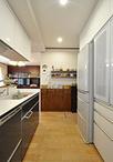 ダイニング・キッチンともに床暖房を導入。家族で過ごす時間をより快適なものに。