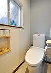 トイレは、フチレス形状の便器(LIXIL/アメージュZ)に取替え、日々のお手入れを...
