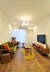 間取りはそのままに内装をキレイに刷新。床暖房も導入し広いLDKですが、温かく家...