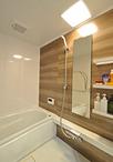 お風呂はTOTO/マンションリモデルWGシリーズ1317へ取替え。人工大理石浴槽でお掃...