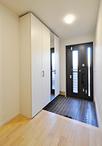 玄関はドアをLIXIL/リシェントに。収納をPanasonic/クロークボックスに取替え。底...