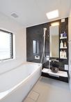 以前、クローゼットだった場所を浴室と洗面脱衣室に。お風呂はTOTO/サザナ(Tタイ...