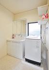 洗面化粧台はTOTO/オクターブを設置。幅が90cmでゆったりと心地よく使用できます...
