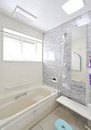 在来工法のお風呂はスペースを広げ、1616サイズのユニットバス(TOTO/サザナ)に...