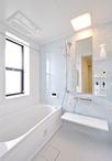 もとはウォークインクローゼットだった場所に浴室を新設。マテリアルアロマグリー...