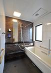 浴室はTOTO/サザナ(1818サイズ)に取替え。手すりを各所に取付けたり、洗面脱衣...