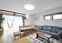 和室をつなげて開放感のあるLDKに。西側には窓を2箇所新設して風通しと明るさを確...